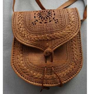 🚚 Handcrafted leather bag