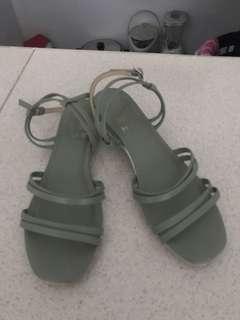 Hue Sandals