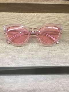 All-pink trendy sunnies
