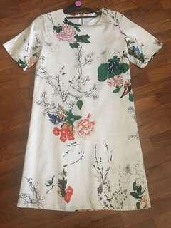🚚 LN floral shift dress