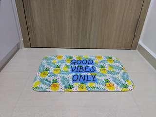 Pineapple floor mat