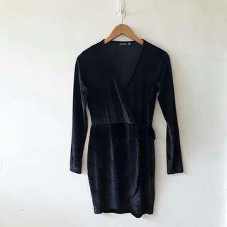 BOOHOO VELVET BLACK WRAP DRESS