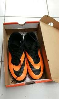 Sepatu futsal anak size 37.5 nike hypervenom
