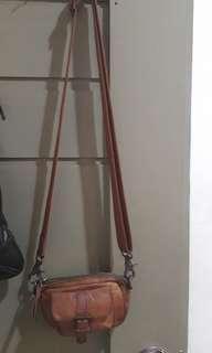 Original leather small slingbag