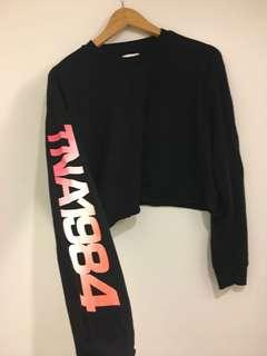 TNA CROPPED LONG-SLEEVE BLACK AND PINK-WASH, Size M #LISTARITZIA.
