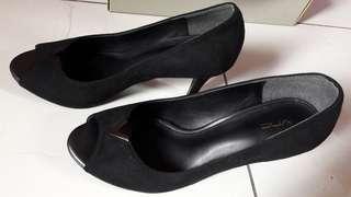 VNC black heels F-Peeptoe 37