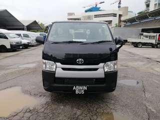 Toyota Hiace 2.8 Auto (5-door)