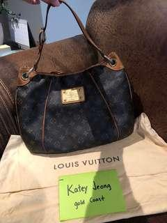 (REDUCED)Louis Vuitton Monogram canvas galleria PM bag