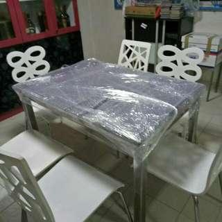 Good  Extentable Tamper Glass Table With 6 White Modern Chairs