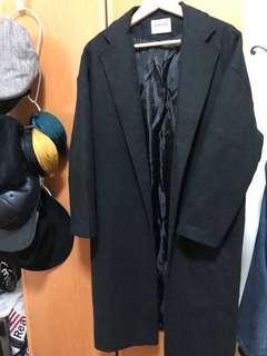 🚚 黑色長版西裝領落肩大衣外套