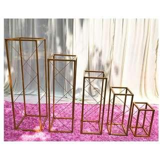 RENTAL: D167 GOLD RECTANGLE DÉCOR FRAMES (SET OF 5)