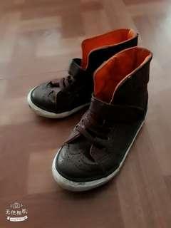 全新二手幼兒 幼童鞋亮綠色運動鞋不步鞋2男童冬季保暖短靴 夏季軟底兔子涼鞋