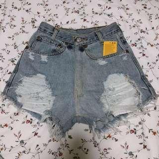 Vintage levis ripped light denim high waist shorts