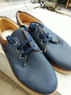 Sepatu sneaker kasual