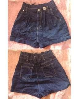 High-waist shorts with back garter