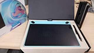 🚚 Wacom Intuos Art 藝術創意觸控繪圖板cth 690.公司用兩年狀況良好,一般使用痕跡。原價5500.二手價1500.沒有無線電池需自行另加購。