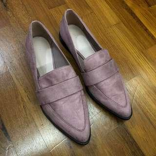 🚚 Charles & Keith Pink Pointed Loafers