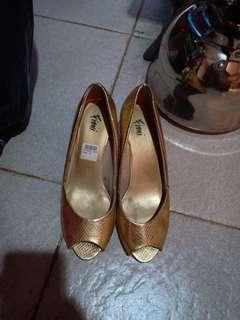 sepatu kondngan