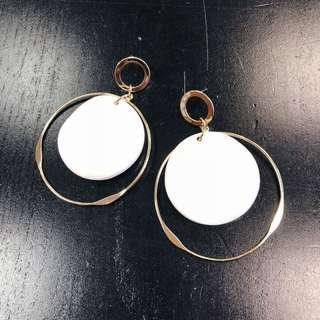 🚚 Delaney Earrings (White & Gold Rim)