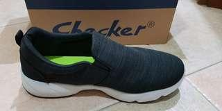 Sneaker shoe light gray