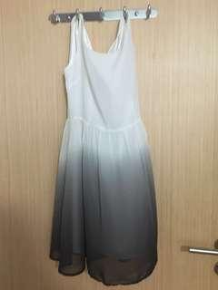 Sleeveless gradient dress in white/black