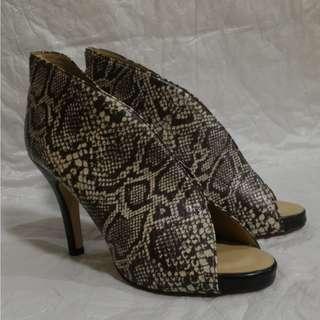 fe heeled shoes