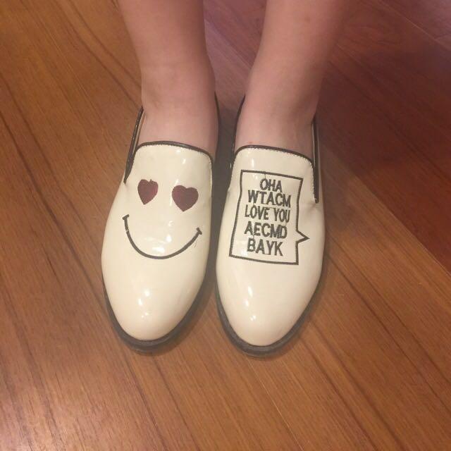 白色笑臉紳士鞋