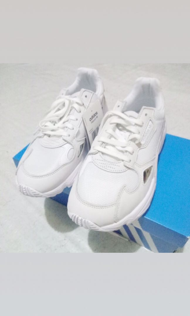 Adidas Falcon Kylie Jenner b4f054ed3