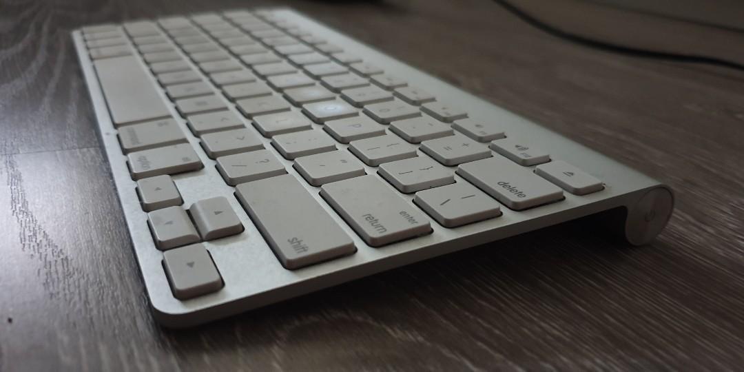 Apple Wireless Keyboard (Old Model)