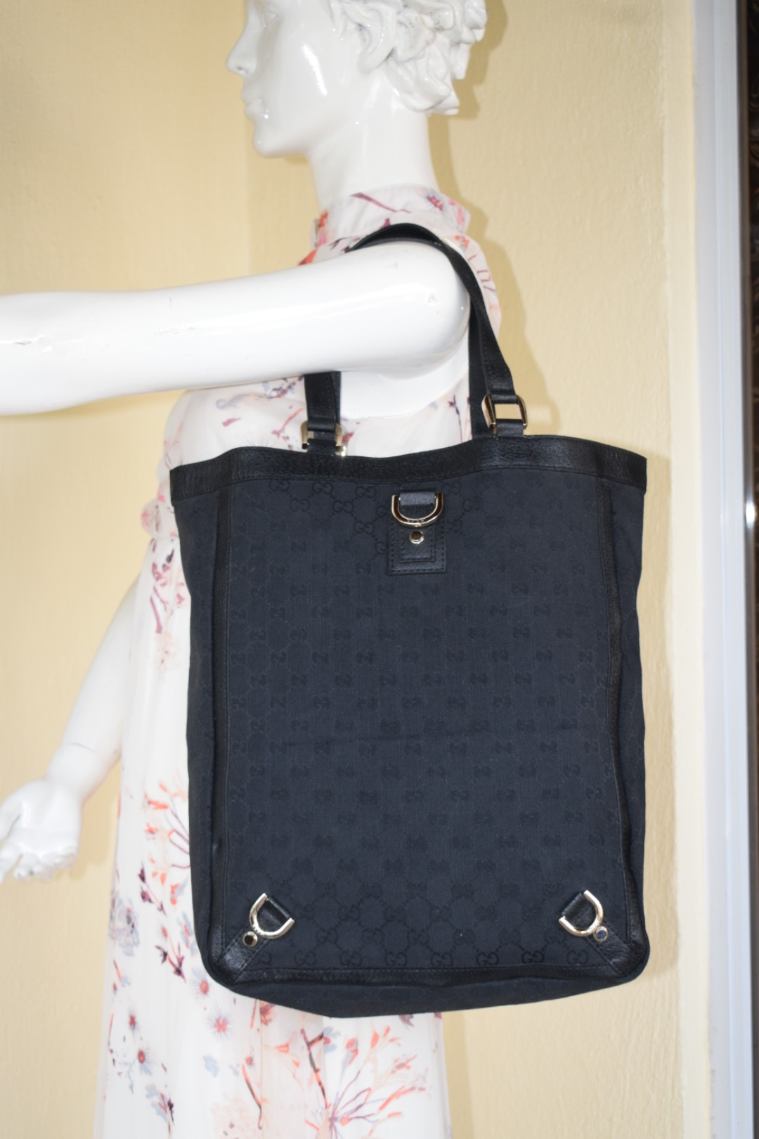 125be5cd40d Gucci GG Black Monogram Canvas Tote Bag