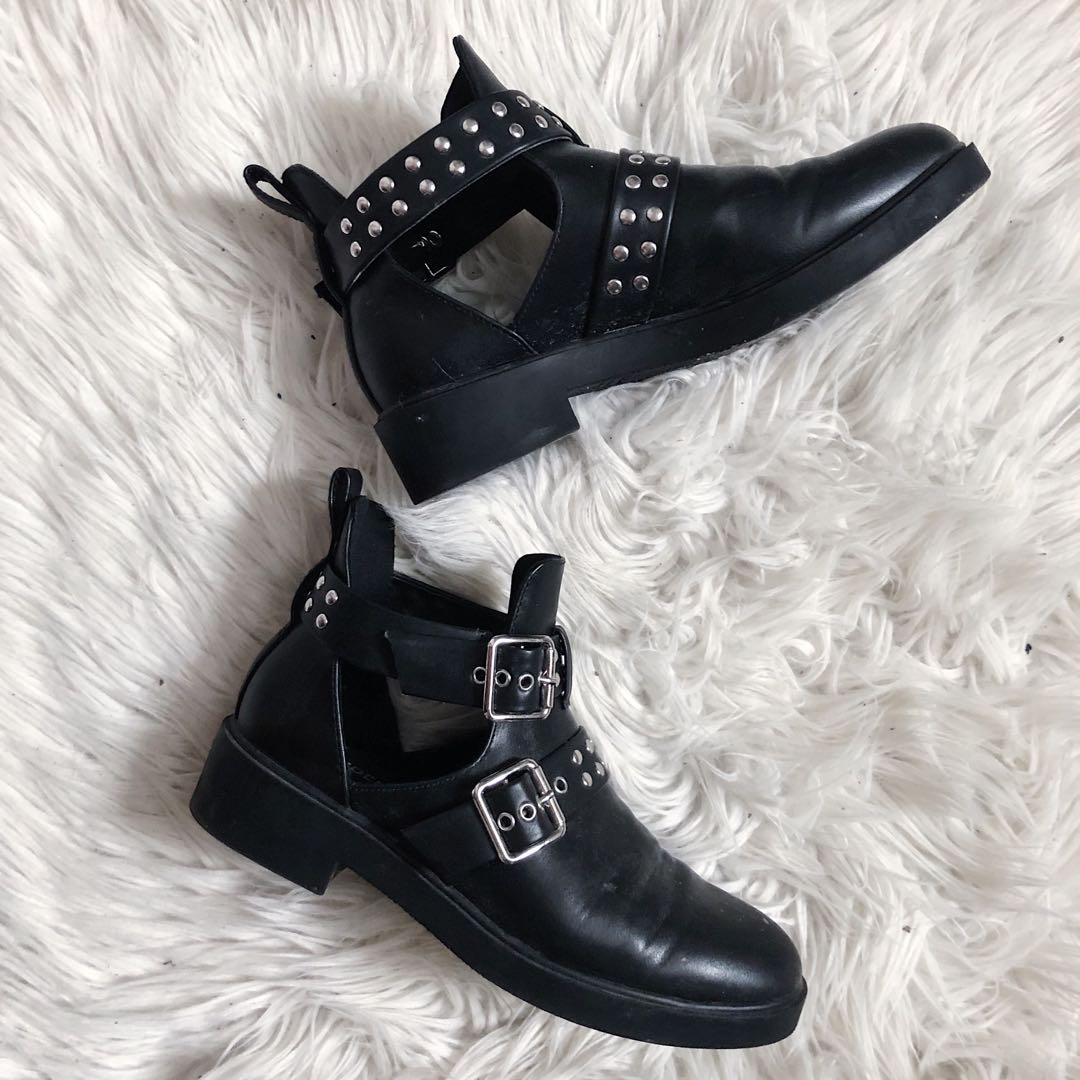 H&M DIVIDED STUDDED BOOTS.