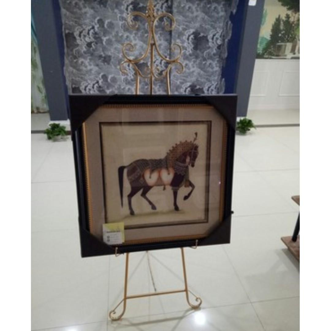 RENTAL: D169 GOLD EASEL STAND
