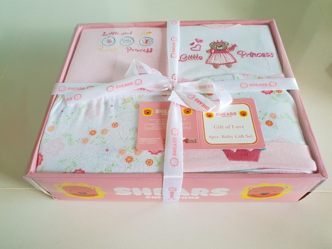 d33b7b9aee90 Shears 4-piece Baby Gift Set