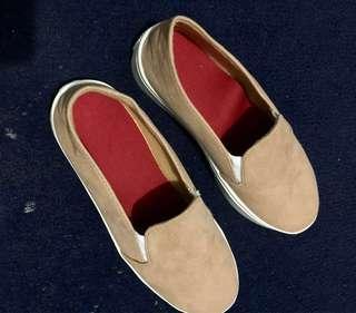 Sepatu Slip-On