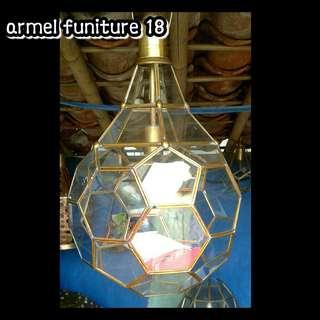 Tempat lampu gantung bentuk bohlam