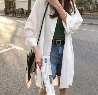 白色長版襯衫外套