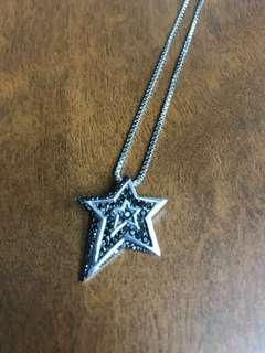 🚚 Star-Shaped Pendant Necklace
