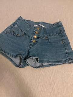 🚚 排扣牛仔短褲