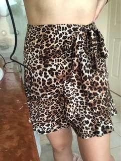 leopard print mini ruffle skirt