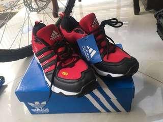 Adidas sepatu sepeda (new, hadiah)