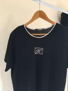 Embroidered lil boat navy tee