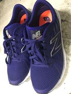 New Balance 慢跑鞋 US9.5 僅試穿,小了一點....
