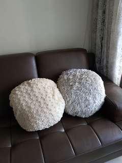 🚚 毛絨絨 圓型抱枕靠枕(兩個一起賣)