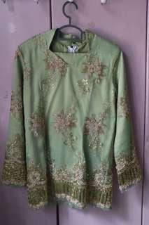 Green Baju Kurung Moden with Golden Lace