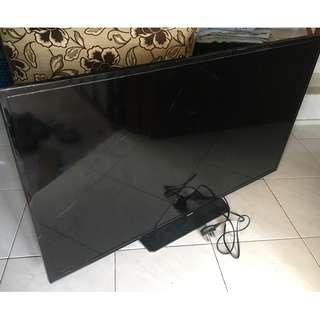 Defect Samsung LCD TV for Hobbyist Including Remote (Unused)