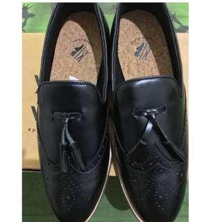 Sepatu Formal LOAFERS WINGTIP BLACK LEATHER Porteegoods
