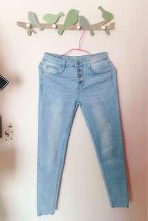 淺藍排扣牛仔長褲