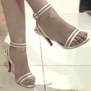 Carla high heels 9 cm warna putih ukuran 37