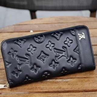 LV bag  Leather material  Classic style bag
