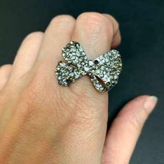 Free gift 🎁 Butterfly Ring 閃石介指